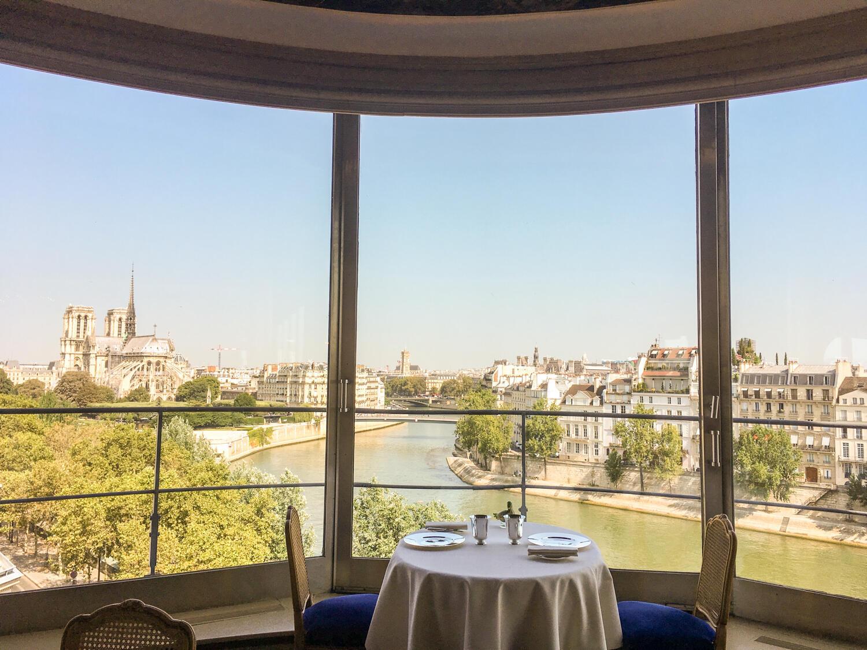 Из окна ресторана город виден на 270 градусов