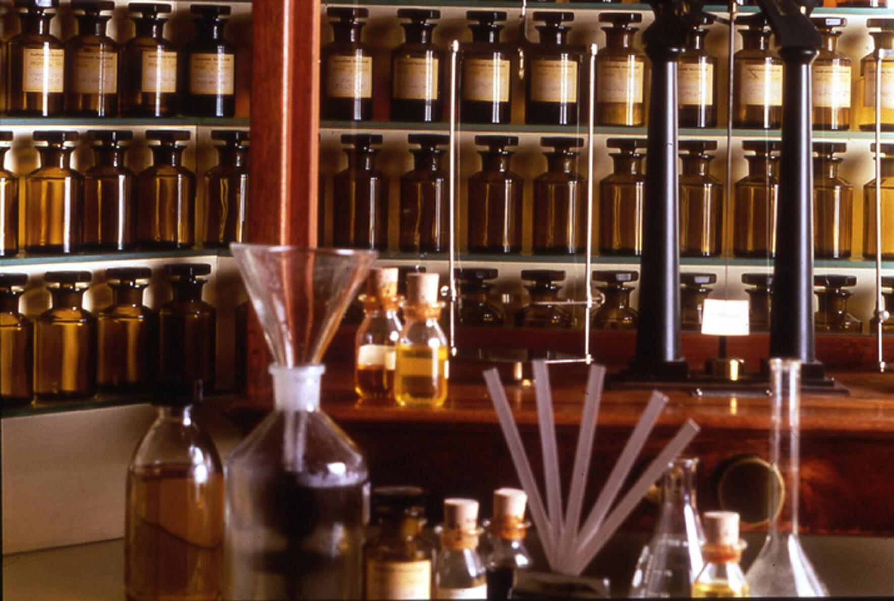 Laboratorio de un creador de perfumes.