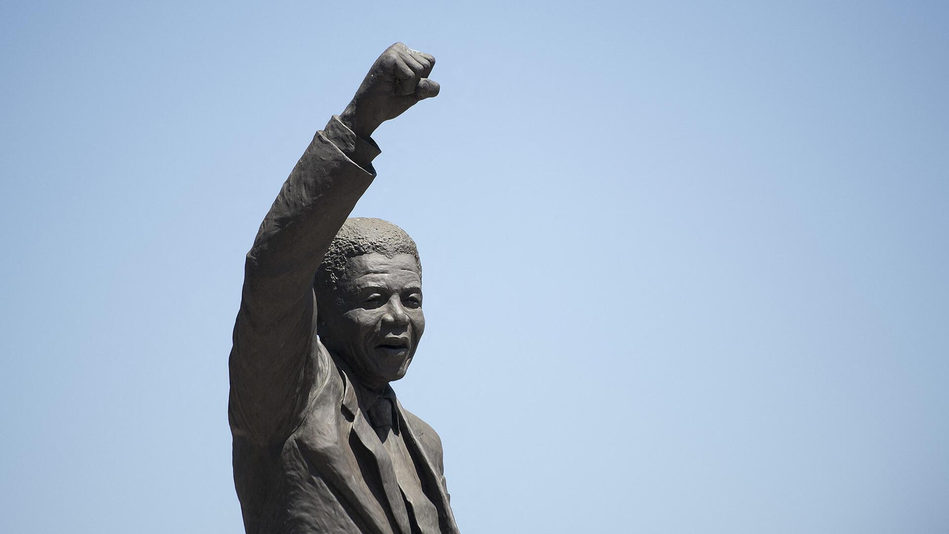 Afrique du Sud - Mandela - Apartheid - Statue - 000_1OC234