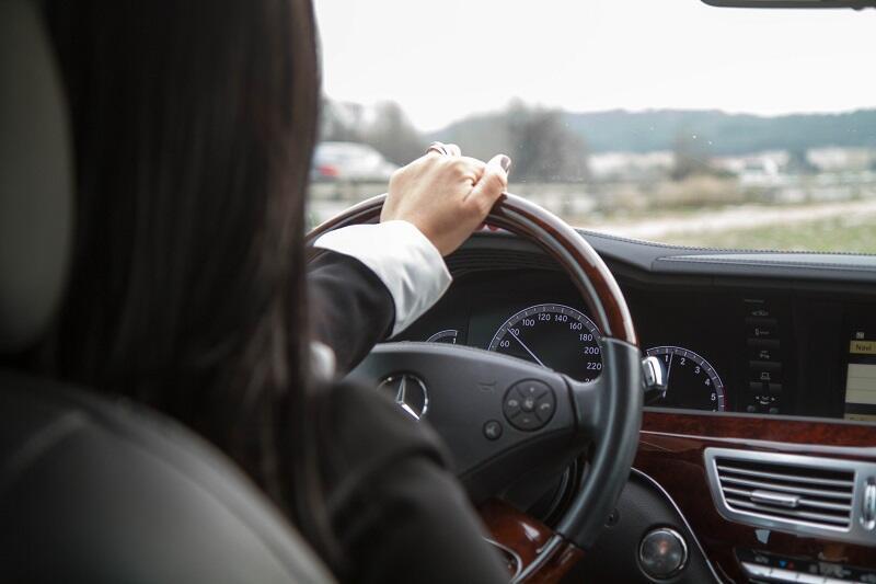 Sana Biri, chauffeur VTC, a vu ses revenus fondre et les charges augmenter.