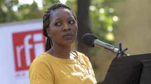« Le Decapsuleur » de Laetitia Ajanohun, présenté le 18 juillet lors de la 5e édition des lectures RFI « Ça va, ça va le monde ! » au Festival d'Avignon. Ici avec Aminata Abdoulaye dans le Jardin de la rue de Mons.