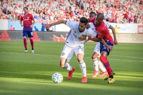 Một pha tranh bóng trong trận FC Dallas và Philadelphia đầu mùa giải MLS hôm 29/02/2020/