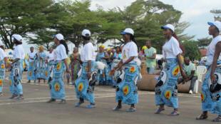 Célébrations aux couleurs du parti RDPC, en 2012, des trente années de pouvoir de l'actuel président Paul Biya.
