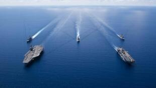 Tàu sân bay USS Ronald Reagan và các chiến hạm hộ tống thuộc Hạm đội 7, Hải quân Mỹ hoạt động trong vùng Biển Đông ngày 06/10/2019. ( Ảnh do Hải quân Mỹ cung cấp cho AFP)