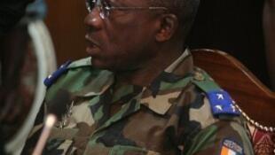 Le général ivoirien Soumaïla Bakayoko lors de la rencontre sur la sécurité au sud-ouest du pays entre la Côte d'Ivoire, le Libéria, l'Onuci, la Minul, à Abidjan, le 13 juin 2012.