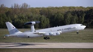 Máy bay trinh thám AWACS của NATO cất cánh từ sân bay Geilenkirchen, gần biên giới Đức-Hà Lan, đi tuần tra không phận Rumani (Ảnh chụp ngày 16/04/2014)