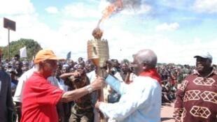 "Na cerimónia presidida pelo chefe de Estado Moçambicano foi acesa a ""Chama da Unidade Nacional"""