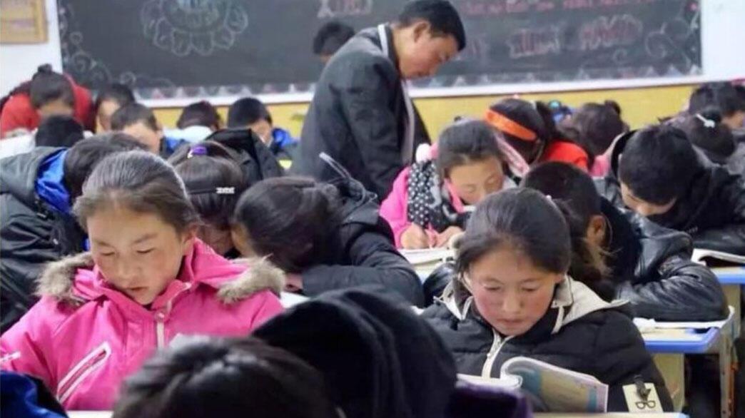 """青海一所以藏語教學、並教授西藏文化的""""Sengdruk Taktse(獅龍宮殿) """"民辦中學,7月8日被迫關閉。(自由西藏官網)"""