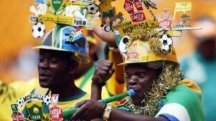 Le public sud-africain fait le spectacle avant la finale de la CAN 2013, le 10 février 2013 à Johannesburg.