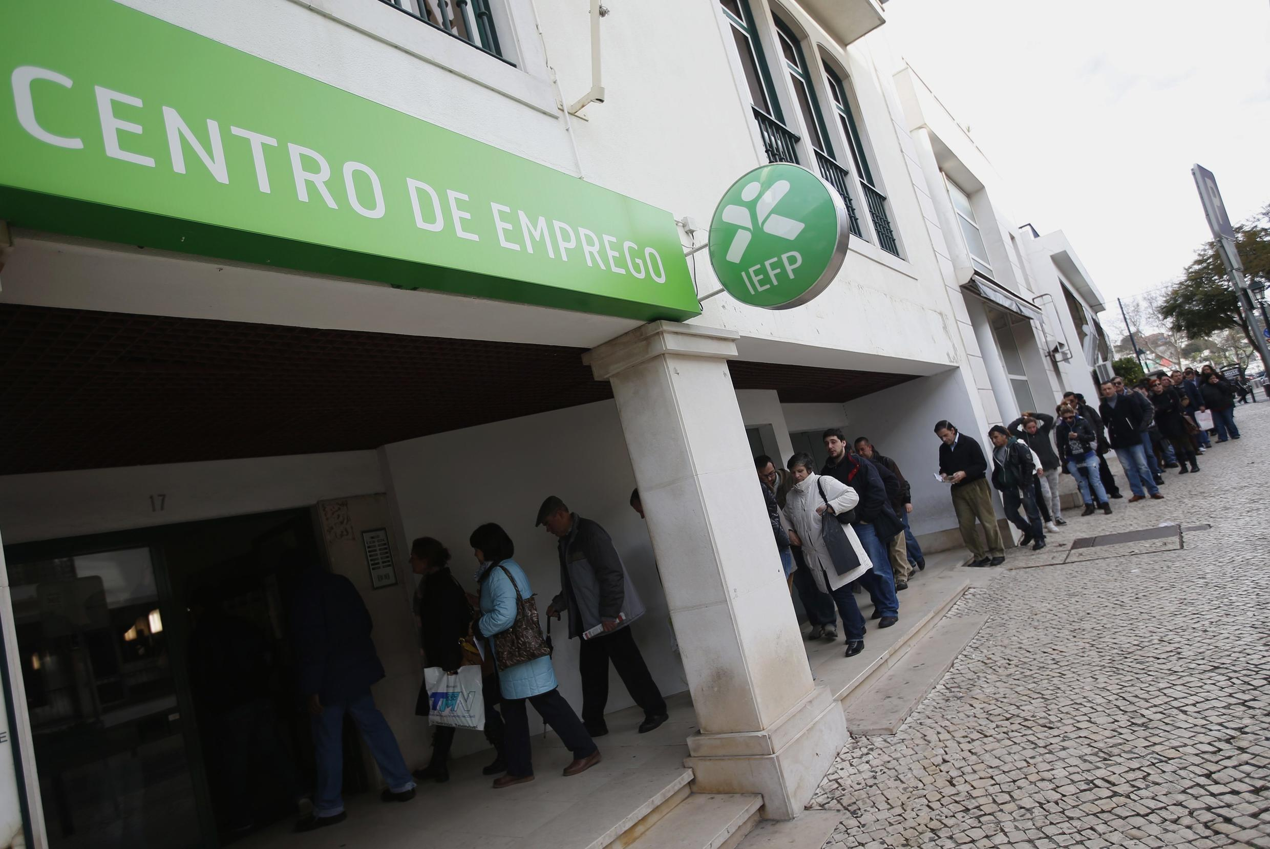 People wait to enter a government-run employment office in Cascais, 13 February, 2013