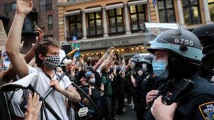 2020-06-03T005541Z_1041642050_RC2C1H9JRMNL_RTRMADP_3_MINNEAPOLIS-POLICE-PROTESTS-NEW-YORK