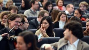 法国大学学生上课资料图片