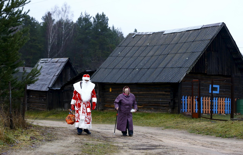 Дед Мороз в деревне под Минско 23 декабря 2015
