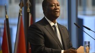 Le président ivoirien Alassane Ouattara, lors d'un discours à un sommet du G20 à Berlin, le 19 novembre 2019.