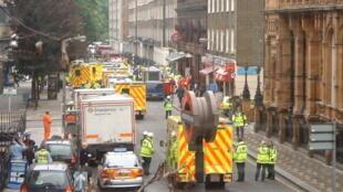 Ambulâncias na Russell Square logo após os atentados de 7 de julho de 2005.