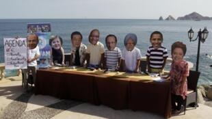 Caricatura da presidente Dilma Rousseff aparece em mesa de jantar montada por militantes da Oxfam na orla da praia em Los Cabos, onde acontece a reunião de líderes do G20.