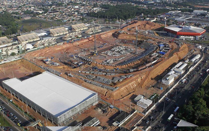 Una comitiva de la FIFA llega el 6 de marzo de 2012 a Brasil para supervisar las obras en seis ciudades que recibirán el  Mundial 2014, entre ellas Manaos, cuyo estadio prosigue sus trabajos.