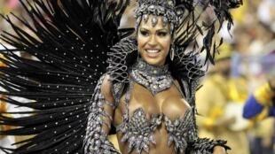 """La """"reina de tambores"""", Gracyanne Barbosa, de la escuela de samba Unidos de Tijuana, el lunes 20 de febrero de 2012."""