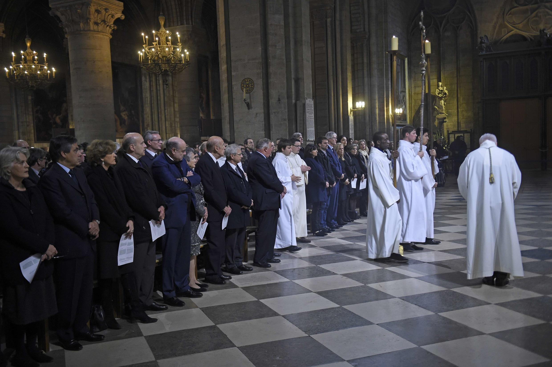 Le cardinal André Vingt-Trois, archevêque de Paris, a tenu dimanche une messe à Notre-Dame à l'intention des victimes.