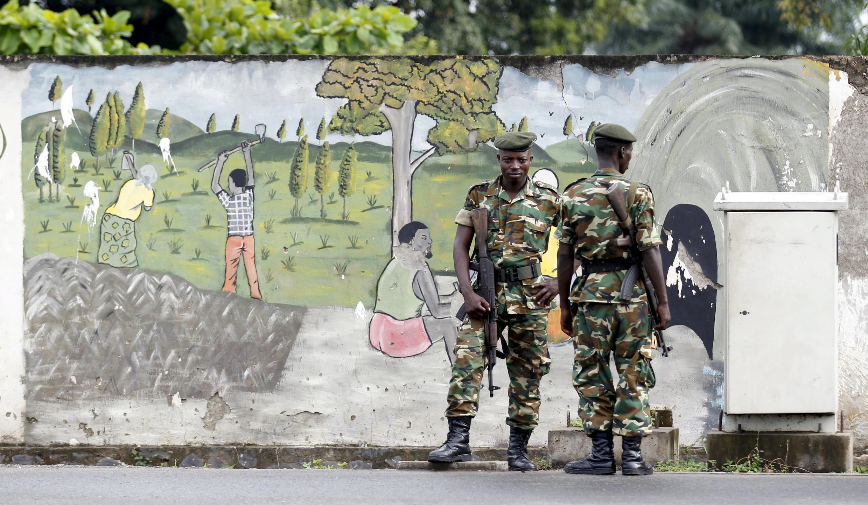 Des militaires assurent la sécurité à Bujumbura, le 2 mai 2015.