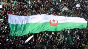 Người dân biểu tình ở Alger ngày 05/04/2019 đòi thay đổi thể chế chính trị tại Algeri.
