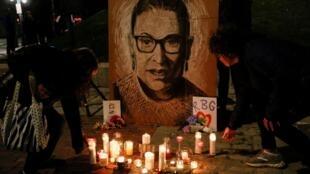 Veillée en l'honneur de la juge de la Cour suprême, Ruth Bader Ginsburg, décédée le 18 septembre 2020, à Portland, dans le Maine.