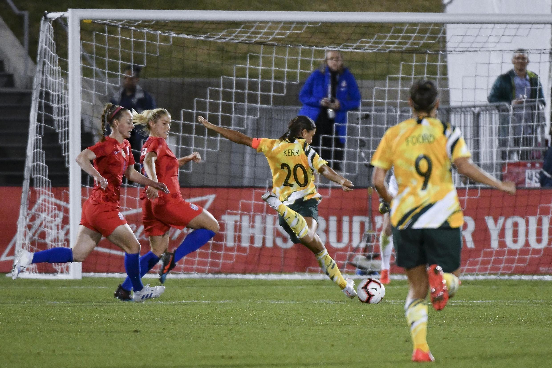 Sam Kerr, capitã da seleção de futebol feminino australiana, tem atraído muitas jovens para o esporte.