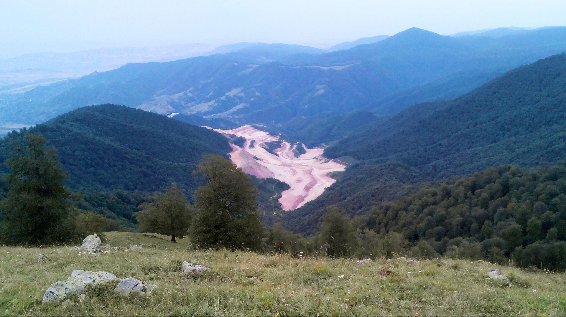 Техутское медно-молибденовое месторождение в Армении