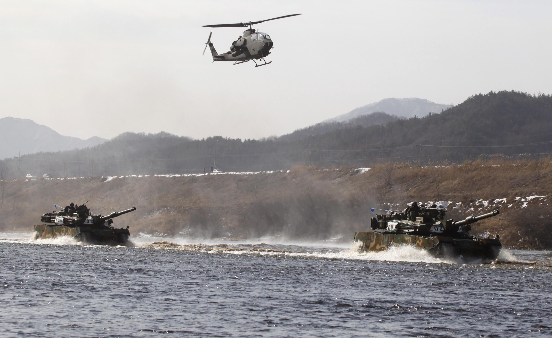 Quân đội Hàn Quốc tập trận ở Chungju, cách Seoul 100 km về phía đông nam, ngày 08/02/2012