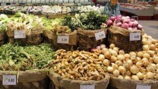 Departamento de frutas e legumes de um supermercado de Pequim.
