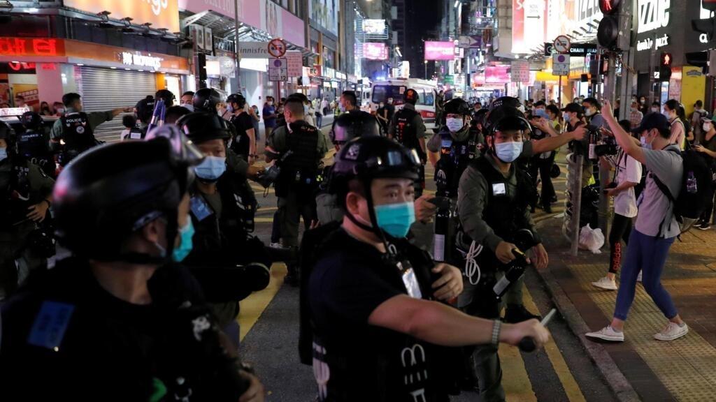 Hong Kong: la manifestation contre le report des législatives sévèrement réprimée