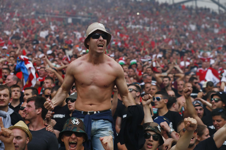 """Болельщики из Венгрии на стадионе """"Велодром"""" в Марселе, 18 июня 2016 г."""