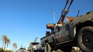 Aujourd'hui, la Libye est minée par le poids des milices et des luttes d'influence.