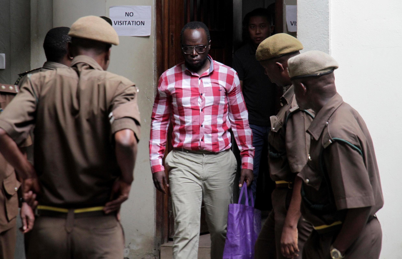 Mwandishi wa habari za uchunguzi nchini Tanzania Erick Kabendera akiwasili katika Mahakama ya Hakimu Mkazi Kisutu jijini Dar es salaam, Tanzania Agosti 19, 2019.