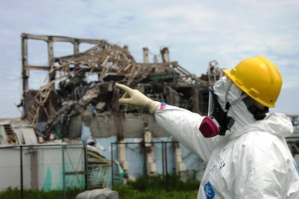 Le réacteur n°3 de la centrale nucléaire de Fukushima Daiichi, inspecté par une équipe de l'AIEA.