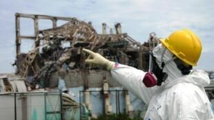 联合国原子能机构专家组检查日本福岛核电站三号反应堆的核污染情况。