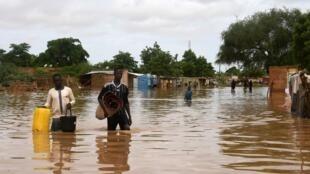 Mji wa Niamey wakumbwa na maji baada ya mvua kubwa ku,yesha, Niger, Agosti 27, 2020.