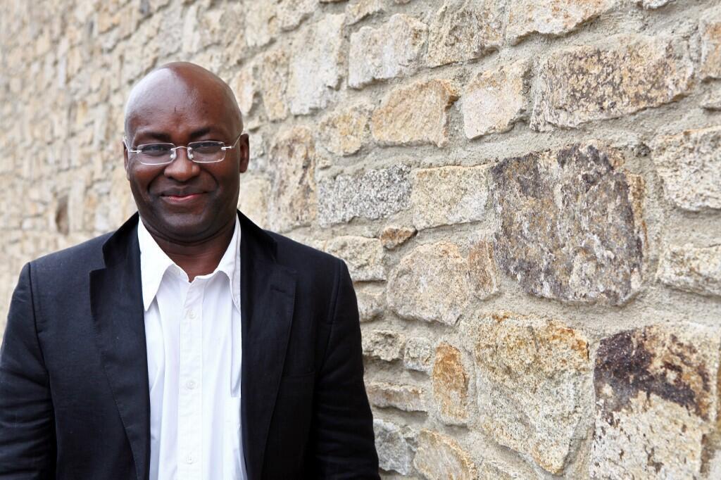 L'écrivain camerounais Achille Mbembe le 12 juin 2011 à Saint-Malo, Bretagne, ouest de la France, lors de la 22e édition du festival de littérature «Étonnants Voyageurs».