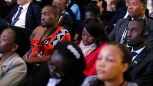L'assistance écoute le message du secrétaire d'Etat américain John Kerry lors du forum de la société civile, au sommet Etats-Unis/Afrique, le 4 aout 2014 à Washington.