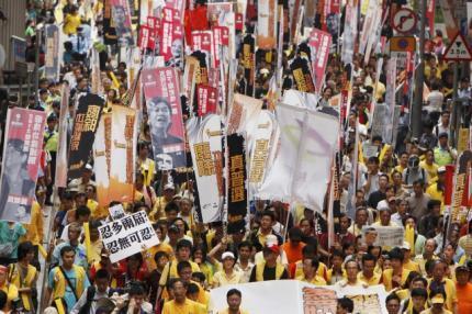 香港泛民主派人士4月6日举行游行要求早日举行普选