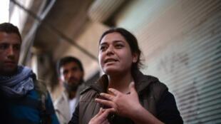 """""""Nosotras como mujeres kurdas hemos alcanzado igualdad de derechos en nuestra sociedad"""", asegura la comandante Engizek (foto)."""