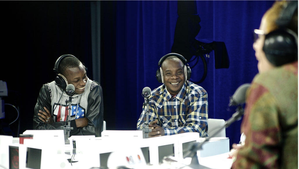 Sidiki et Toumani Diabaté en entretien avec Laurence Aloir à RFI.