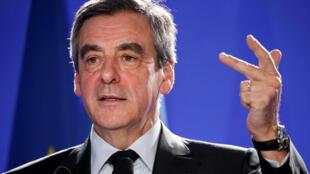 Le candidat de la droite (LR) lors d'une conférence de presse au siège de son parti à Paris, le 6 avril 2017.