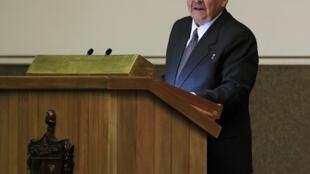 Raúl Castro, de 81 anos, foi reeleito neste domingo (24) como presidente de Cuba para um 2° mandato de cinco anos.