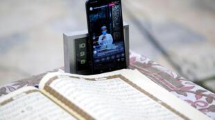 2020-04-25 health coronavirus ramadan smartphone stream indonesia