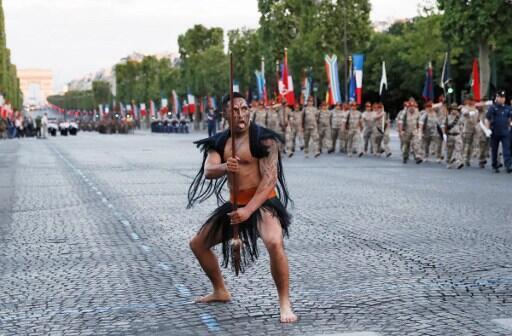 Un soldat maori à la répétion (le 12 juillet 2016) du défilé sur les Champs-Elysée.