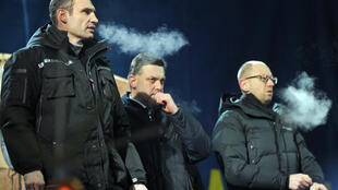 Лидеры оппозиции на Майдане вечером 25 января 2014.