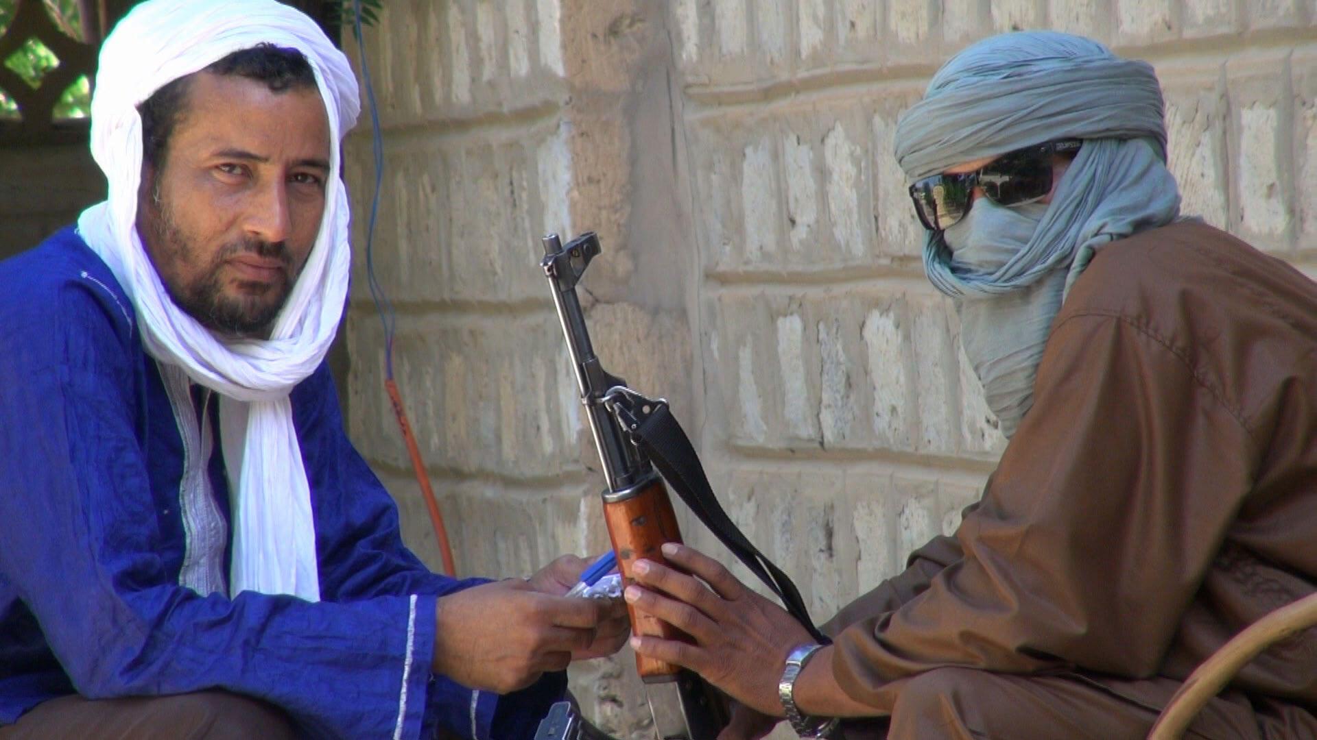 L'auteur en compagnie d'un combattant jihadiste d'Ansar Dine à Tombouctou en septembre 2012.