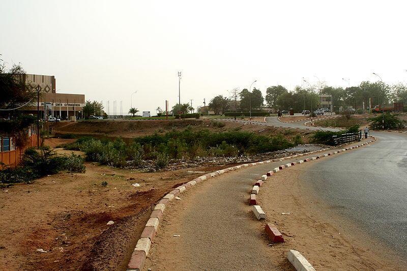 Нигер: дорога в районе города Агадес
