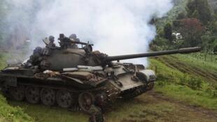 Char de l'armée congolaise lors de l'offensive contre le M23, le 31 octobre 2013.